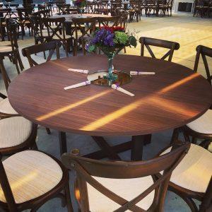 renta de mesa de novios back y sillas en monterrey https://reservas.events cel 8444-550-550